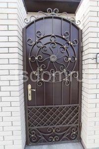 Кованная дверь. Калитка.