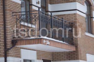 Кованное ограждение на балконе СПб