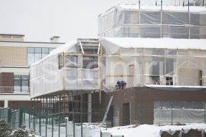 Строительство дома зимой.